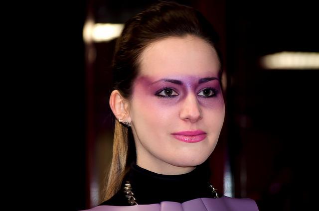 Model 1 face